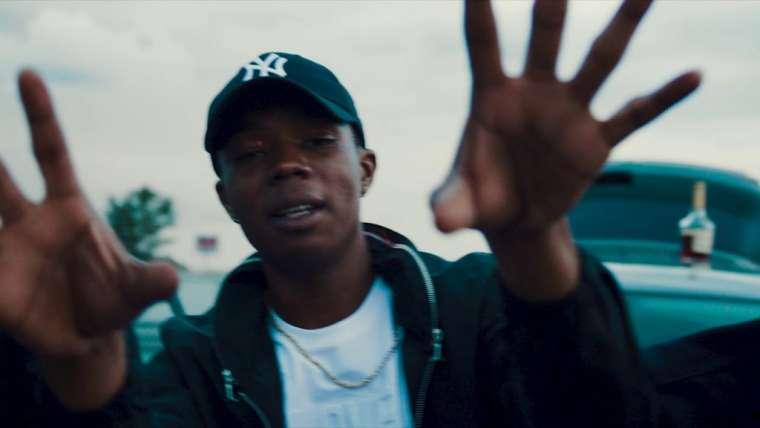 rapper navi in een videoclip