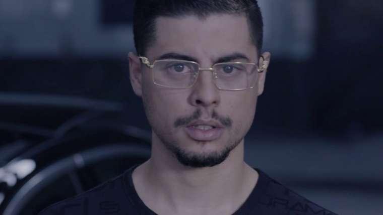 rapper dindin in een videoclip