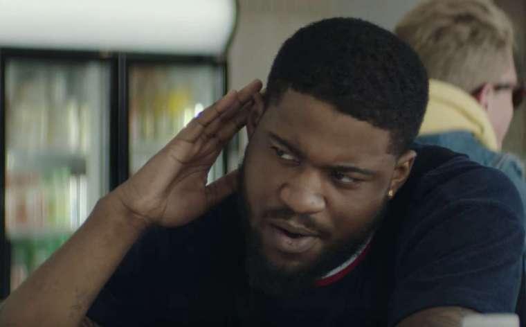 rapper cho in een clip