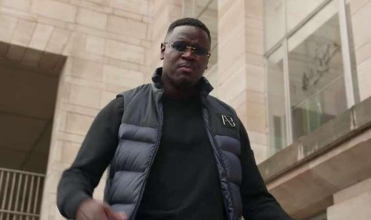 massief rapper in een clip