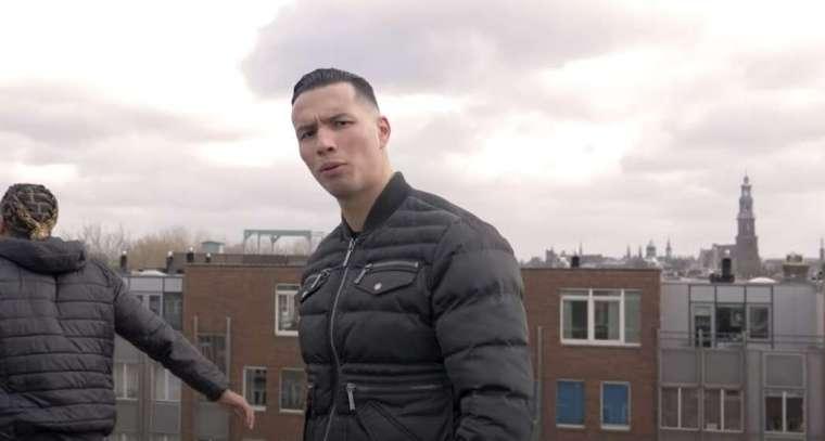 rapper aniss in een clip