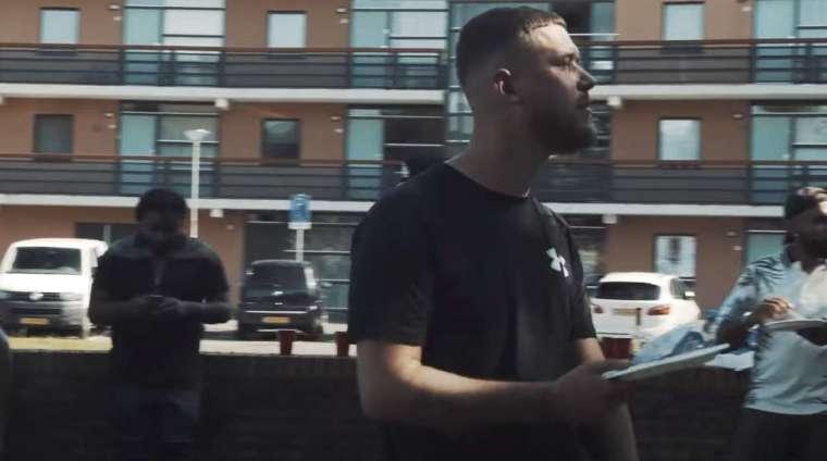 rapper cor in een videoclip