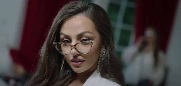 madina in een videoclip