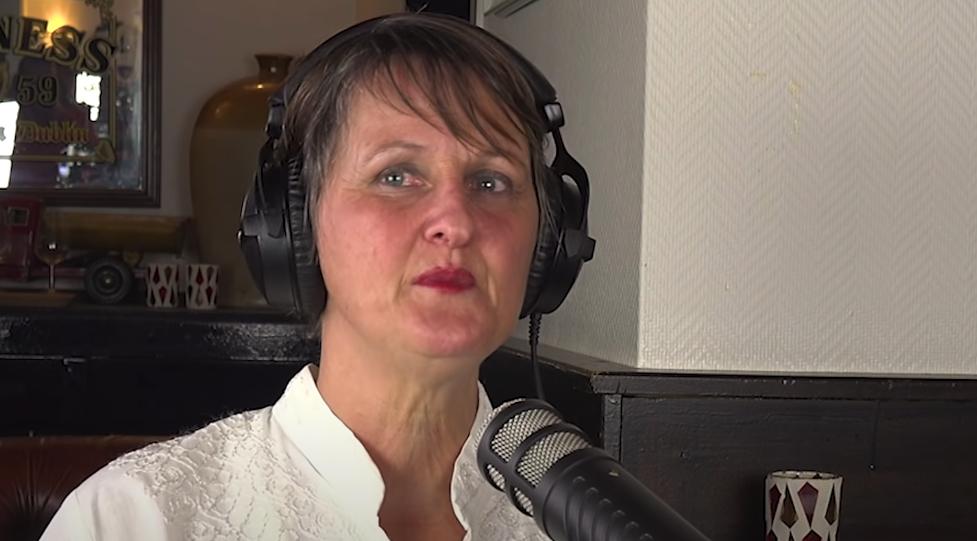 janet ossebaard in een podcast